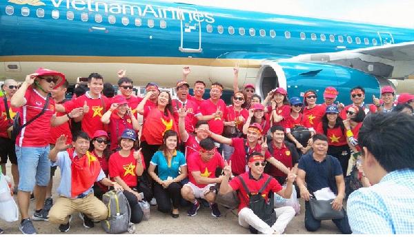 Giá vé sang indonesia cổ vũ Việt Nam tăng nhanh so với dự kiến