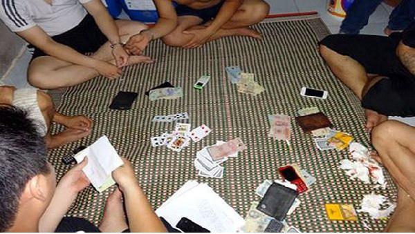 Bắt quả tang giám đốc ban quản lý đánh bạc
