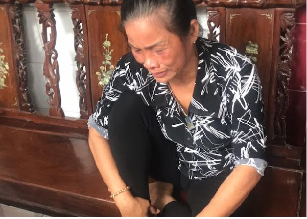 Nước mắt xót xa của người mẹ khi biết kết luận từ báo chí