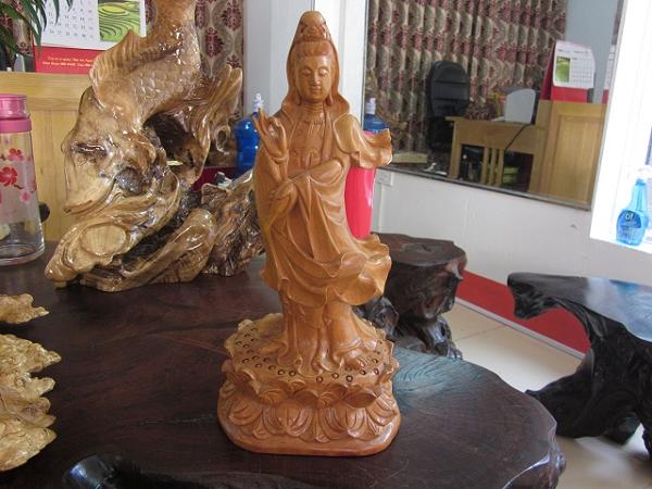 Bài trí tượng Phật Bà Quan Âm ở phòng khách