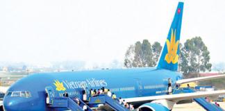 Giá vé máy bay đột ngột tăng, người lao động khó đoàn tụ gia đình