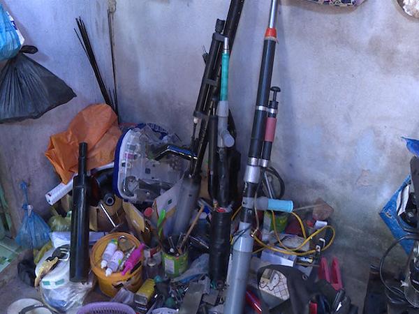 2 nghi can chế tạo súng, trộm cắp tài sản bị bắt