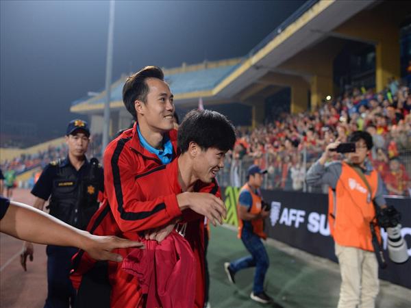 Văn Toàn chia tay AFF Cup 2018 vì chấn thương