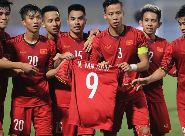 Văn Toàn chia tay AFF Cup 2018, đồng đội tri ân sau chiến thắng